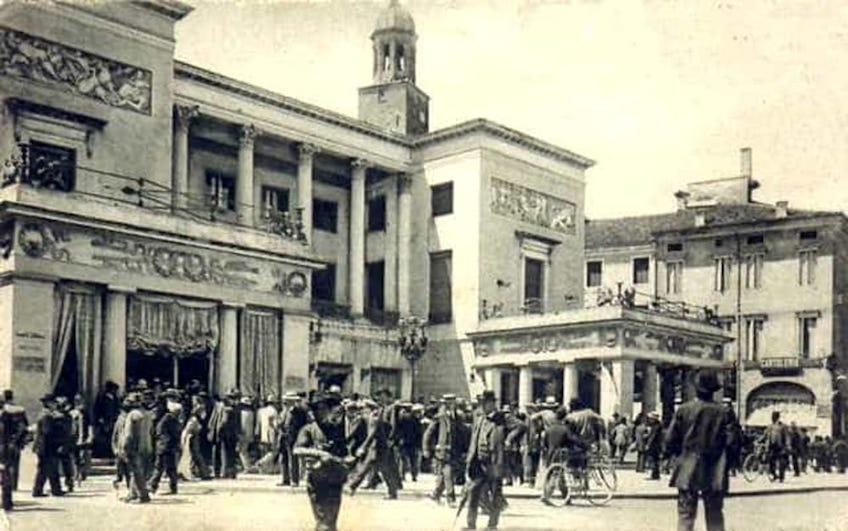 Dal Bello mercato e piazza caffè Pedrocchi, Padova- Fotografia storica